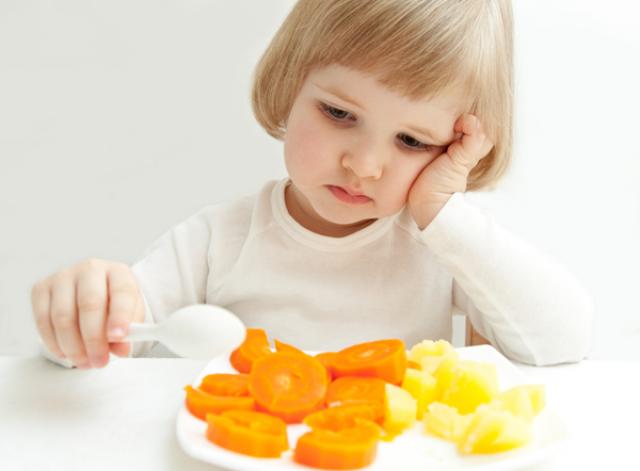 заставлять ли ребенка есть